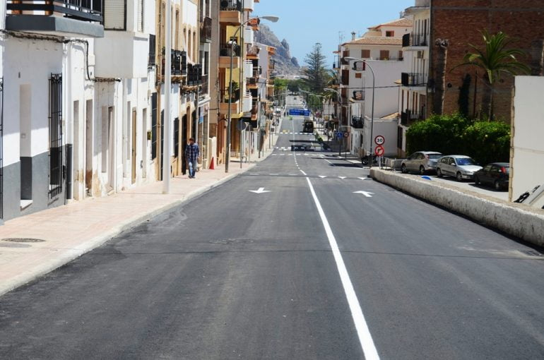 Aspecto de la Av. Juan Carlos I con el nuevo asfaltado