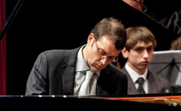 Francisco Pérez Perelló al piano