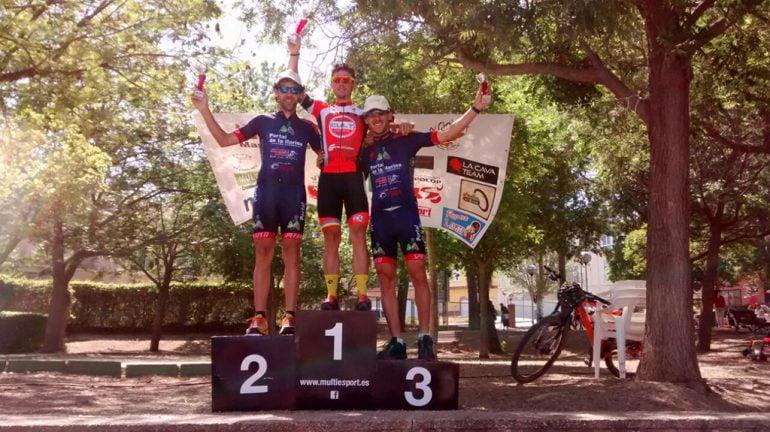 Los hermanos Adelino y Saoro Moll en el podium de Benicandell