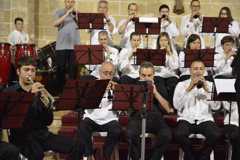 Músicos que acompañaron a la colla Xirimitab´s en su concierto