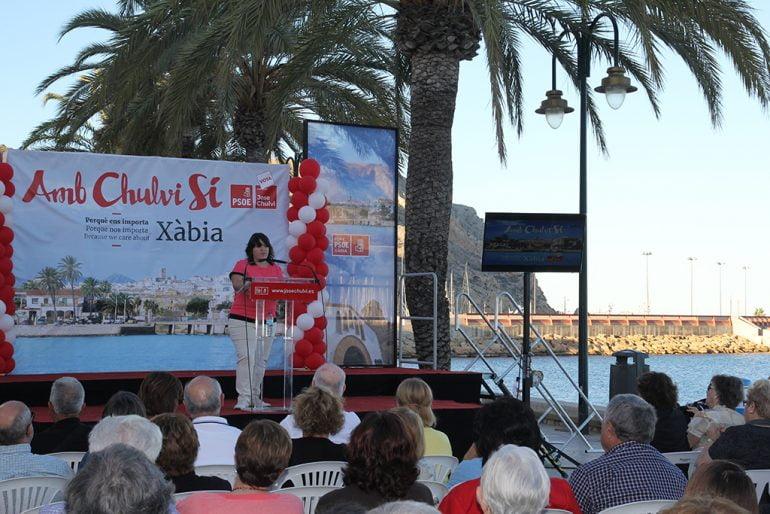 Marta Bañuls en el mitin del puerto
