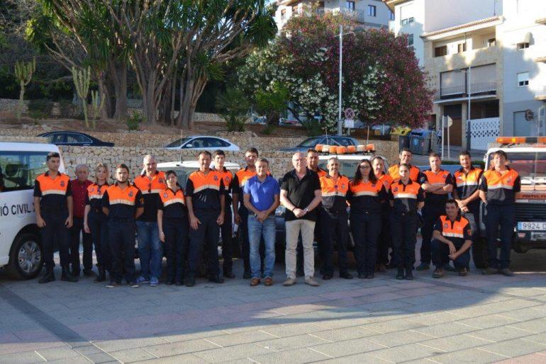 Voluntarios de Protección Civil de Jávea con las autoridades