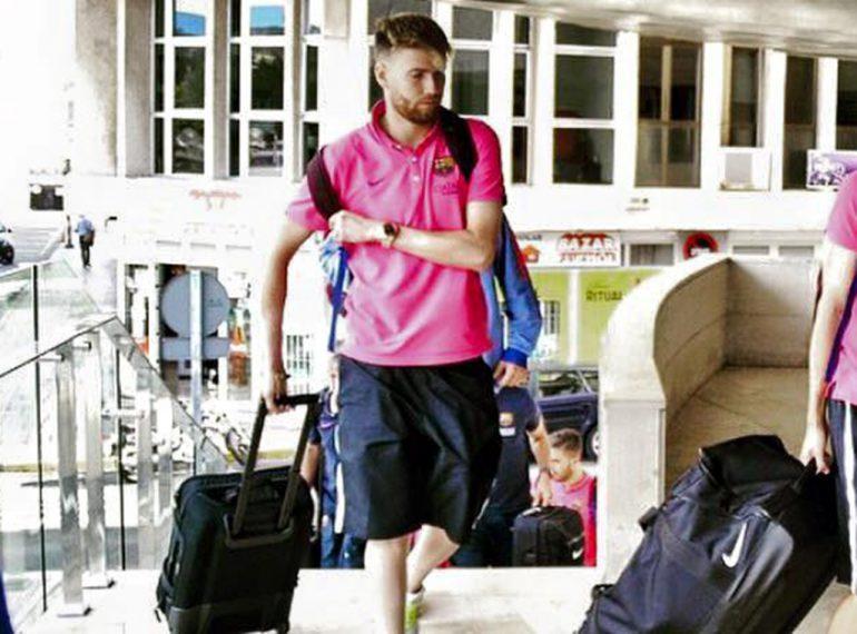 Adrián Ortolá con la maleta