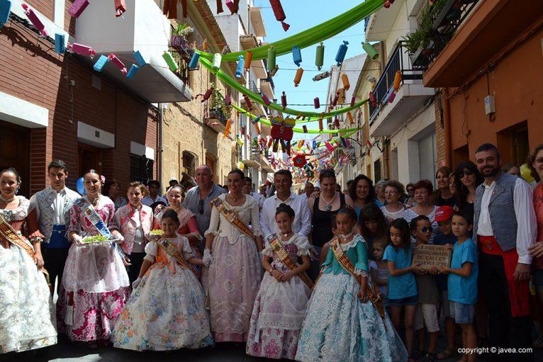 Comisión de la calle Jesús Nazareno tras recibir su premio