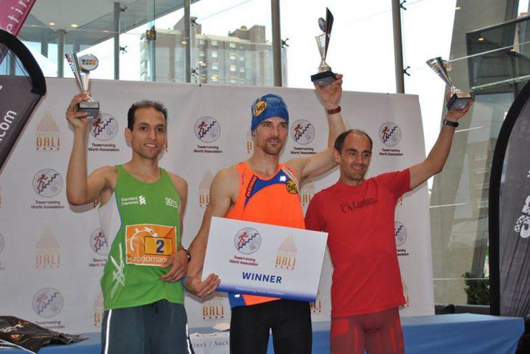Ignacio Cardona en el podium de ganadores