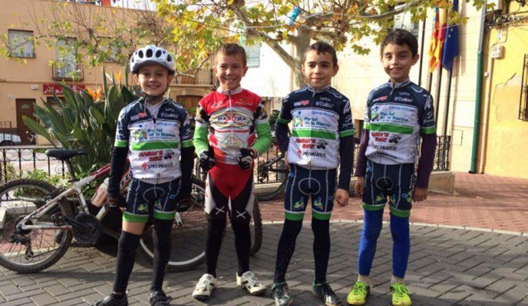 Niños de la Escuela ciclista del Portal de la Marina-Xàbiá s Bike