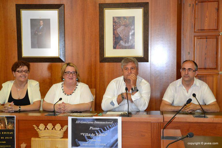 Quico Moragues junto a Nati Batallin y Mónica Suárez en ayuntamiento de Jávea