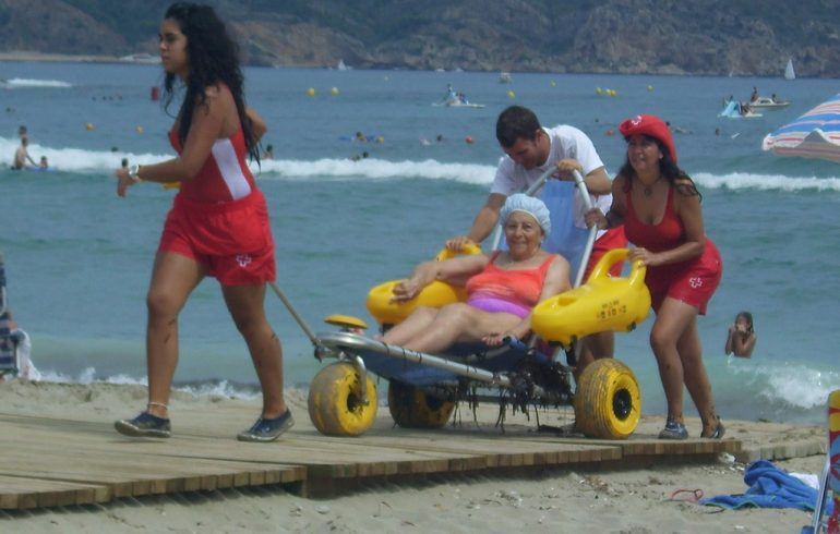 Voluntarias del servicio de playas de Cruz Roja Xàbia