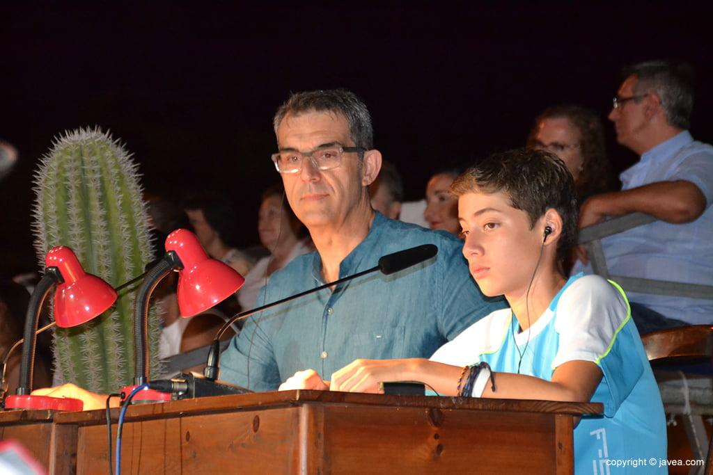 Alfred Picó y Harry Guevara narradores de los movimientos de las fichas