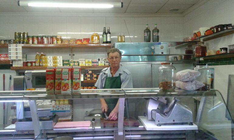 David Fernández en su puesto del Mercado