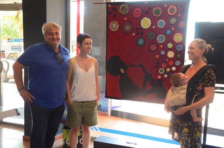 Elena Roig y Quico Moragues en el interior de un establecimiento colaborador con Xàbia Jazz