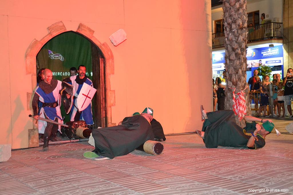 Guerreros cristianos repelen el ataque moro