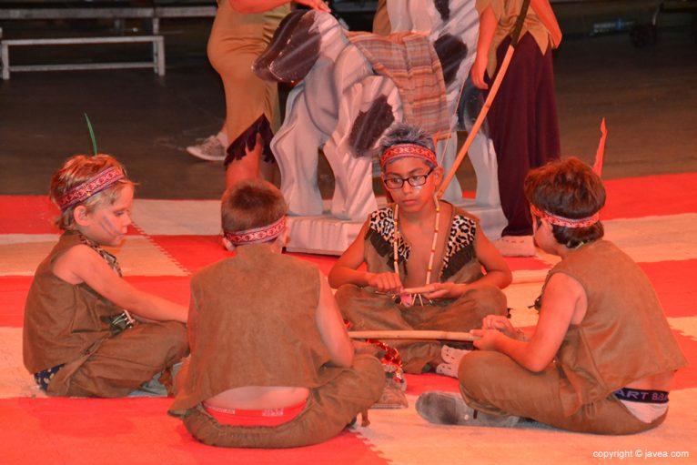 Indios jugando