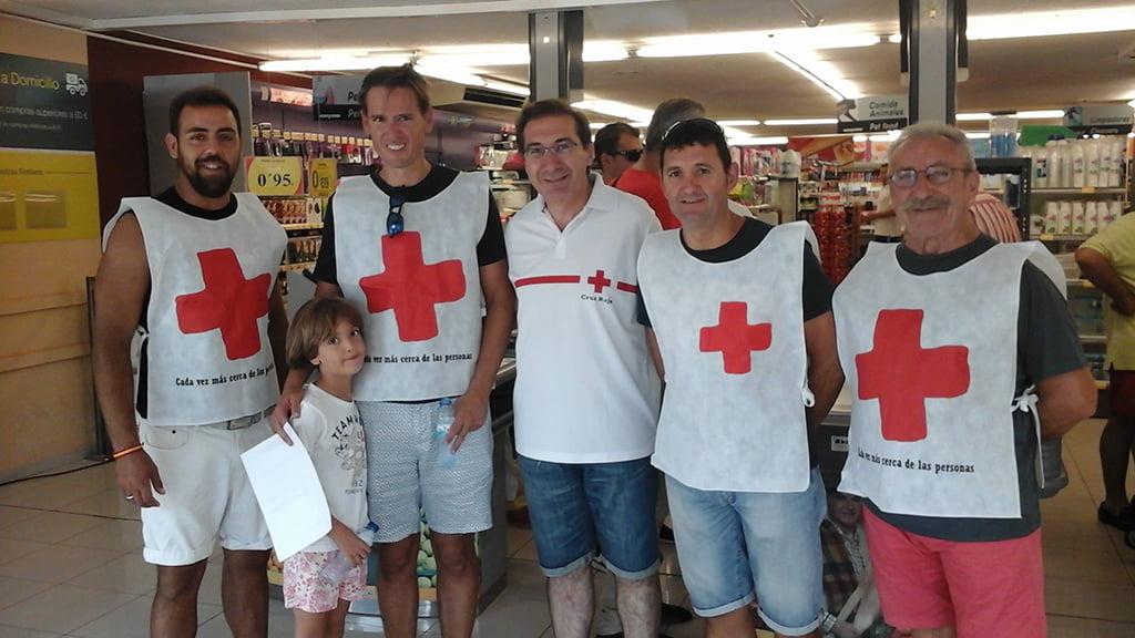 José Luis Domenech con voluntarios en la recogida de alimentos