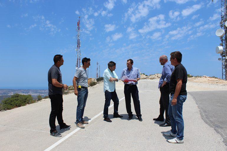 Josep Femenia con miembros de la organización de la Vuelta