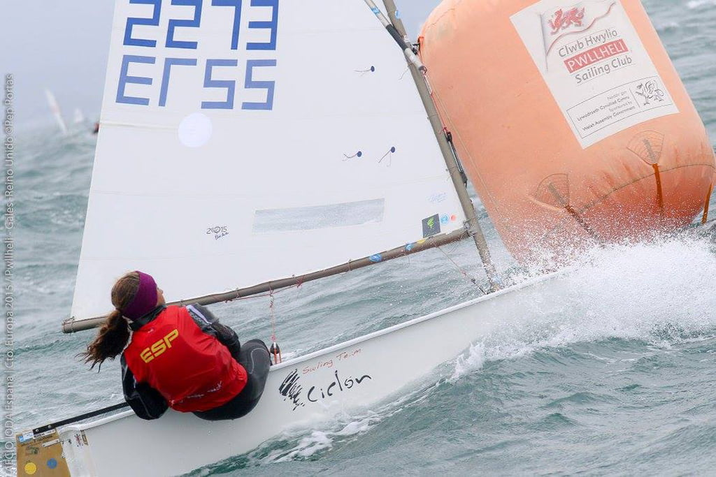 Julia Miñana durante una de las regatas