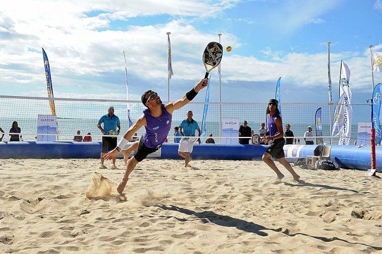 Momento de un partido de Beach Tennis