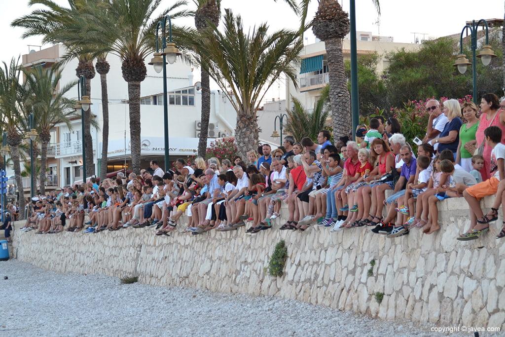 Público viendo el desembarco
