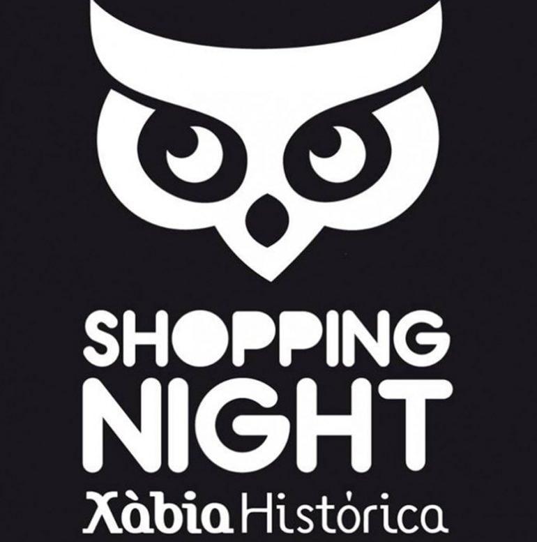 búho de la shopping night de Xàbia Histórica