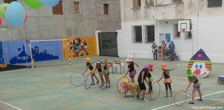 Actuación de las domadoras del circo