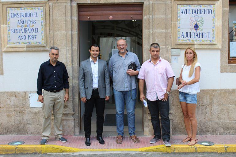 Eduardo Dolón junto a los gobernantes del Poble Nou de Benitatxell