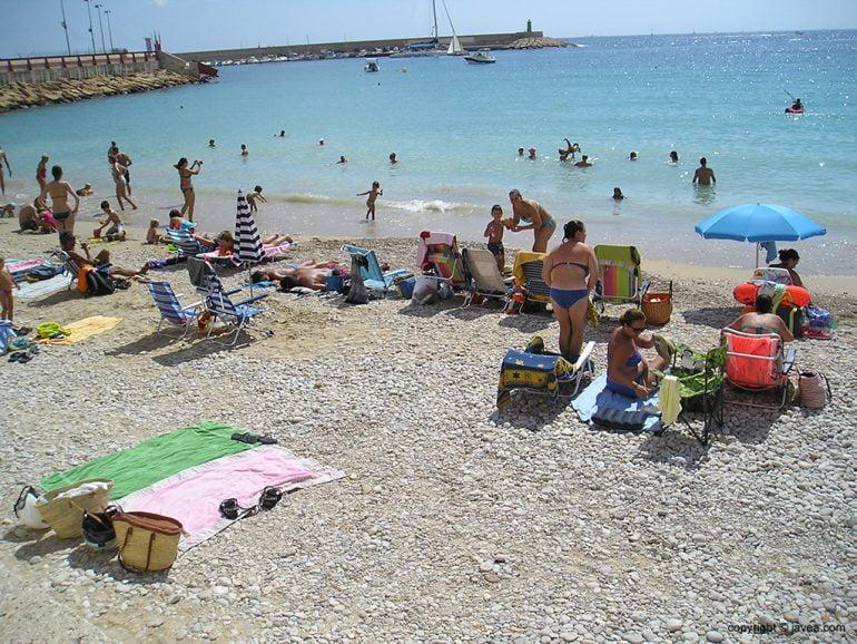 Playa de La Grava con bañistas