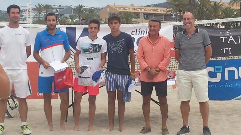 José Chulvi y Vicent Colomer junto a los finalistas