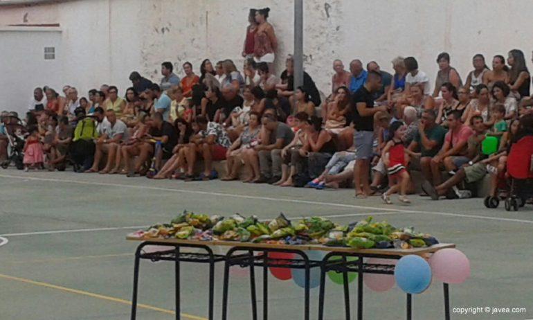 Los padres llenaron las gradas del colegio Graüll