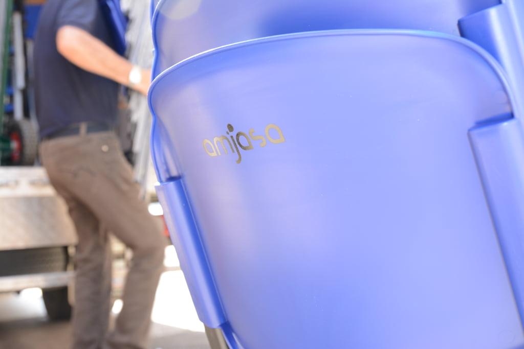 Amjasa dona un centenar de sillas