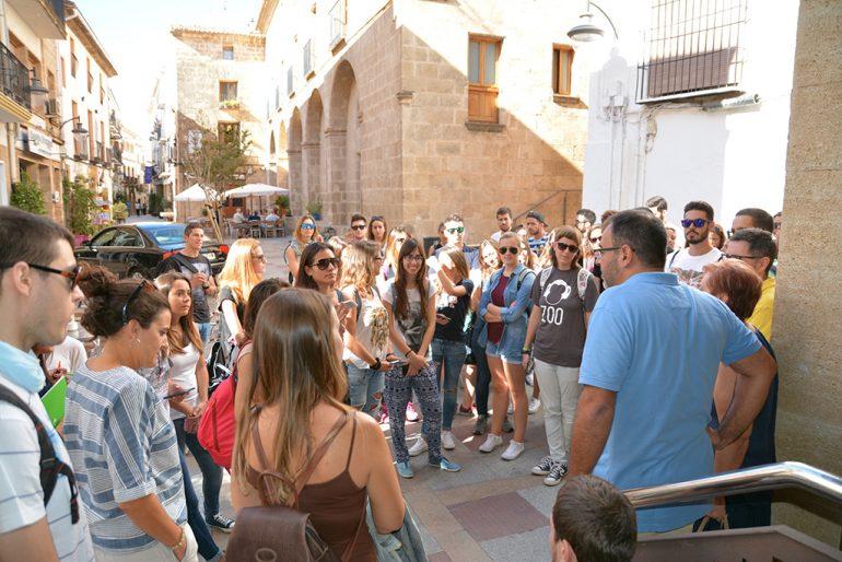 Cesc Camprubí con los estudiantes de la Universidat d´Alacant