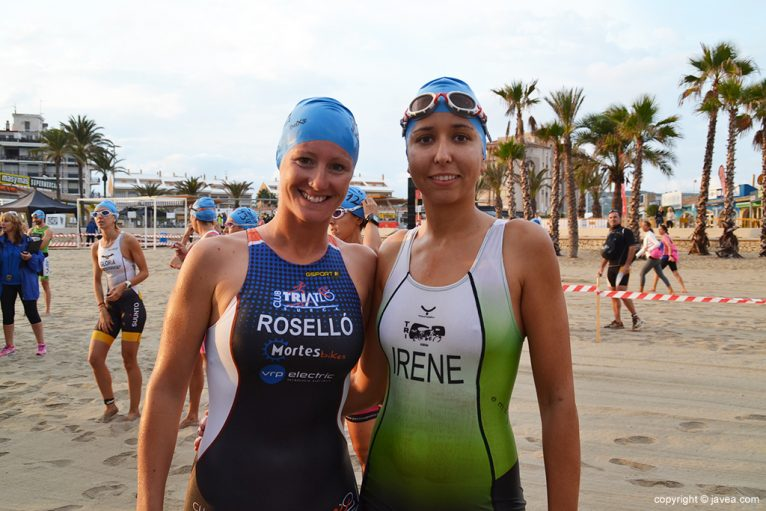 Cristina Roselló e Irene Bolufer antes de nadar