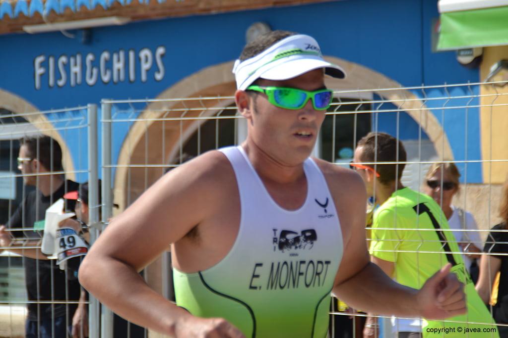 Eduardo Monfort en plena carrera
