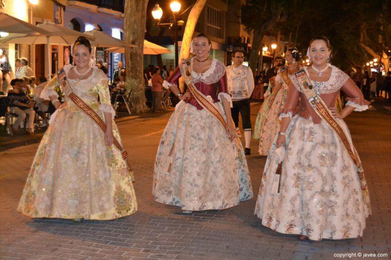 Lucía Català en el pasacalle de Dénia