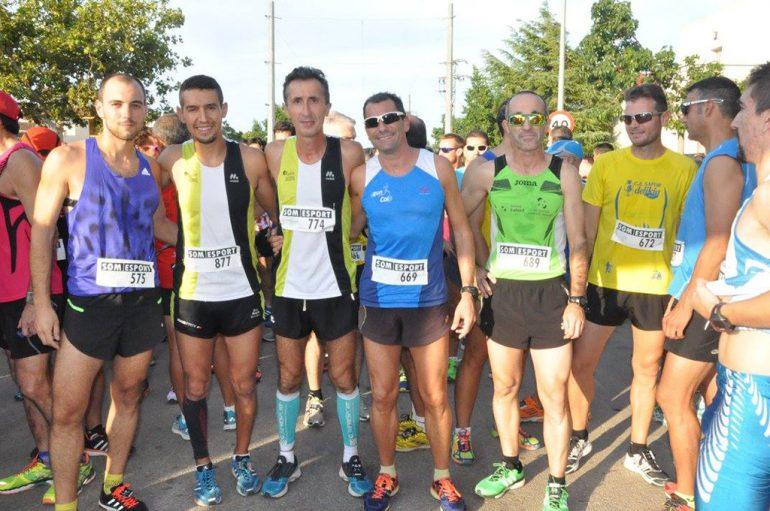 Moha Younes junto a otros atletas