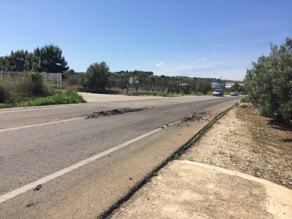 Restos de estiércol en la carretera de Benitatxell
