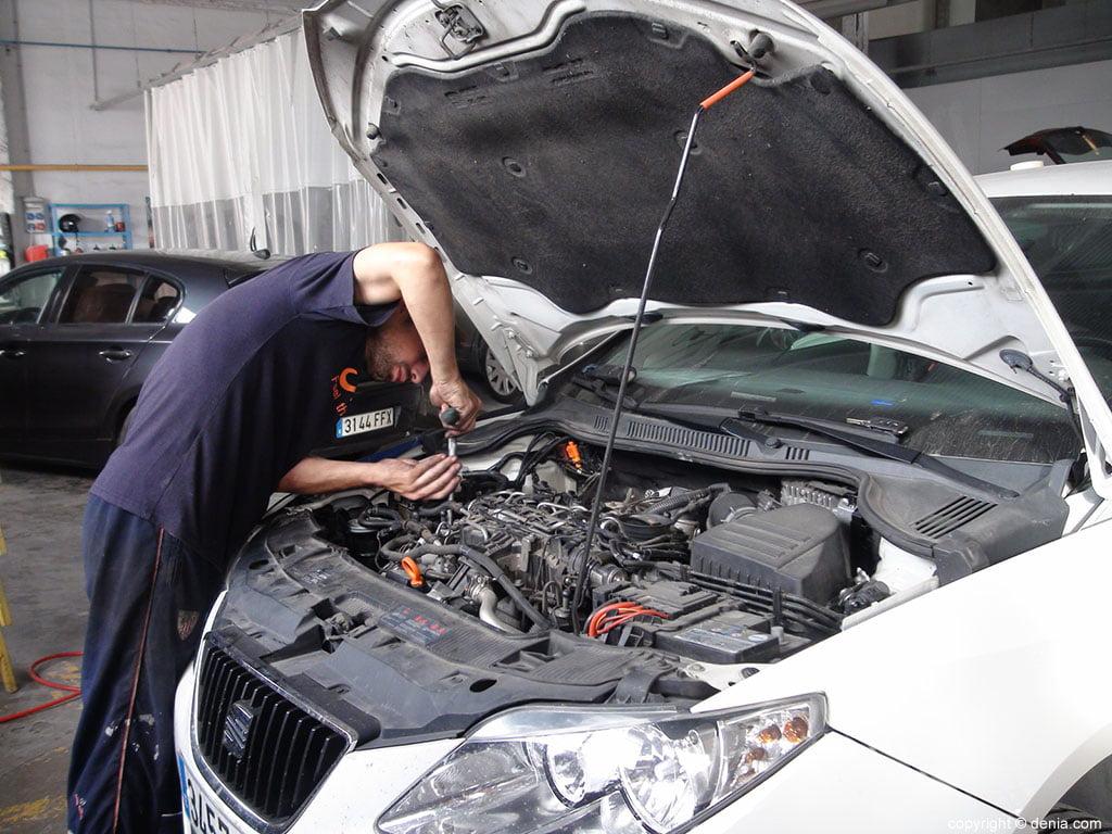 Tallers Salvà, taller mecànic de cotxes i sistemes elèctrics