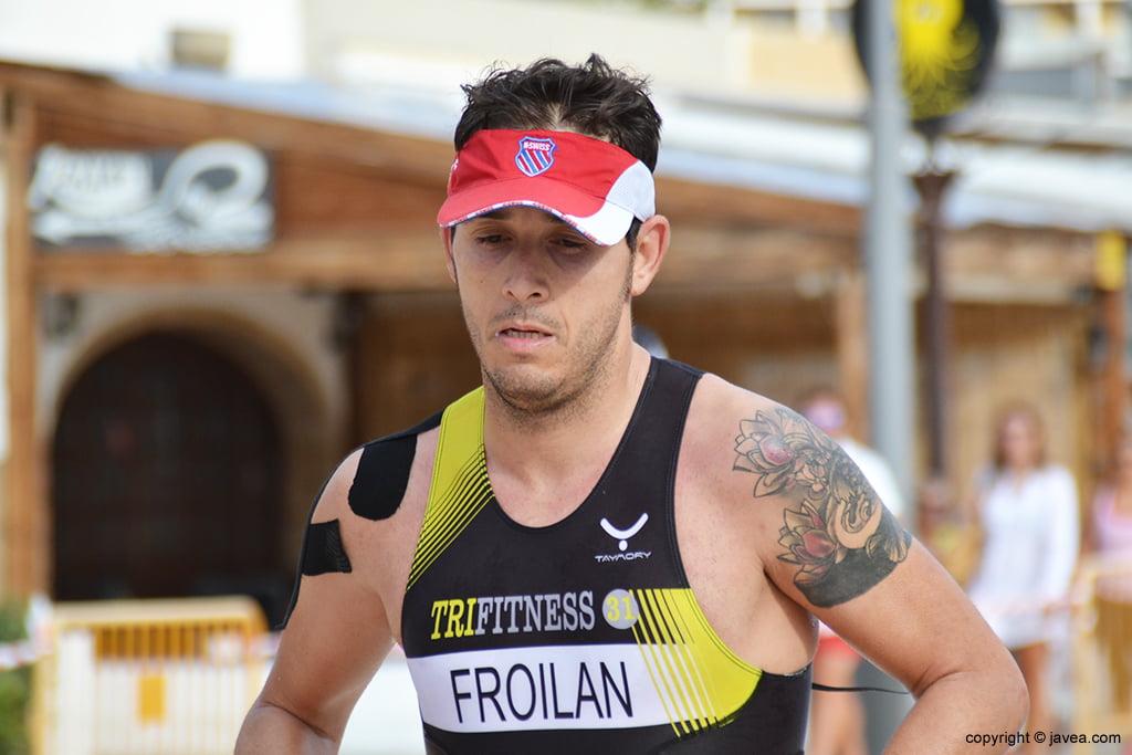 Víctor Froilan en el segmento de carrera a píe.
