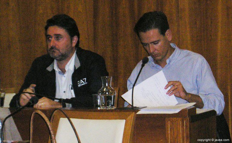 Óscar Antón junto a Juan Luis Cardona
