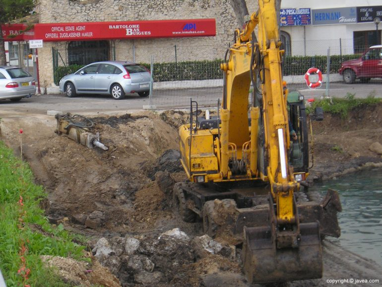Máquina trabajando en el Canal de la Fontana