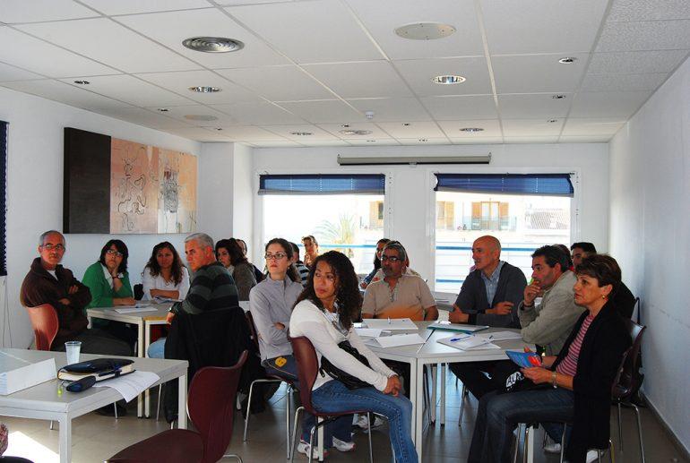 Participantes en uno de los talleres psicopedagógicos en Xàbia