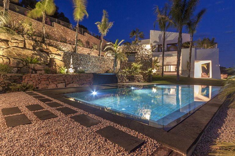 X bia tiene la mejor piscina residencial construida en for Gunitec piscinas