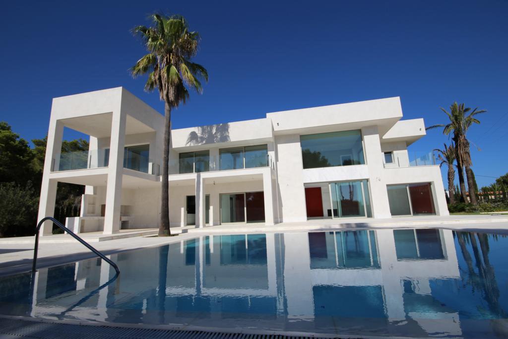 Atina Real Estate zwembad