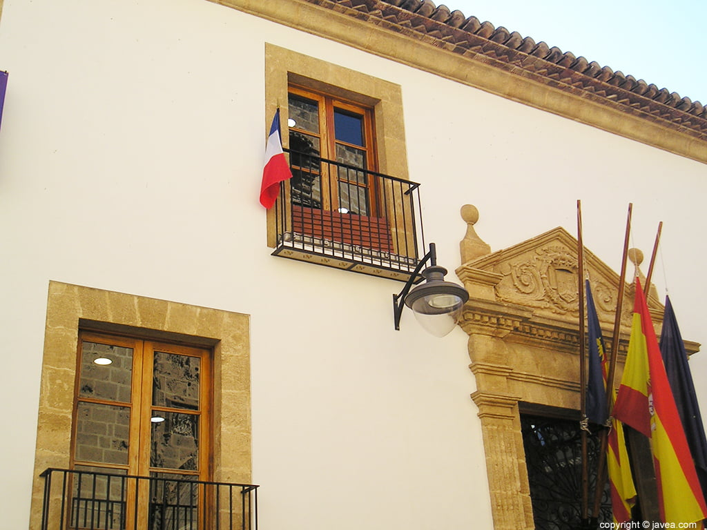 Bandera francesa en el ayuntamiento de Xàbia