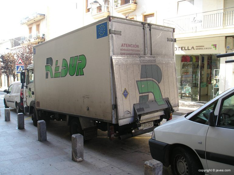 Camión de donde cayó el repartidor