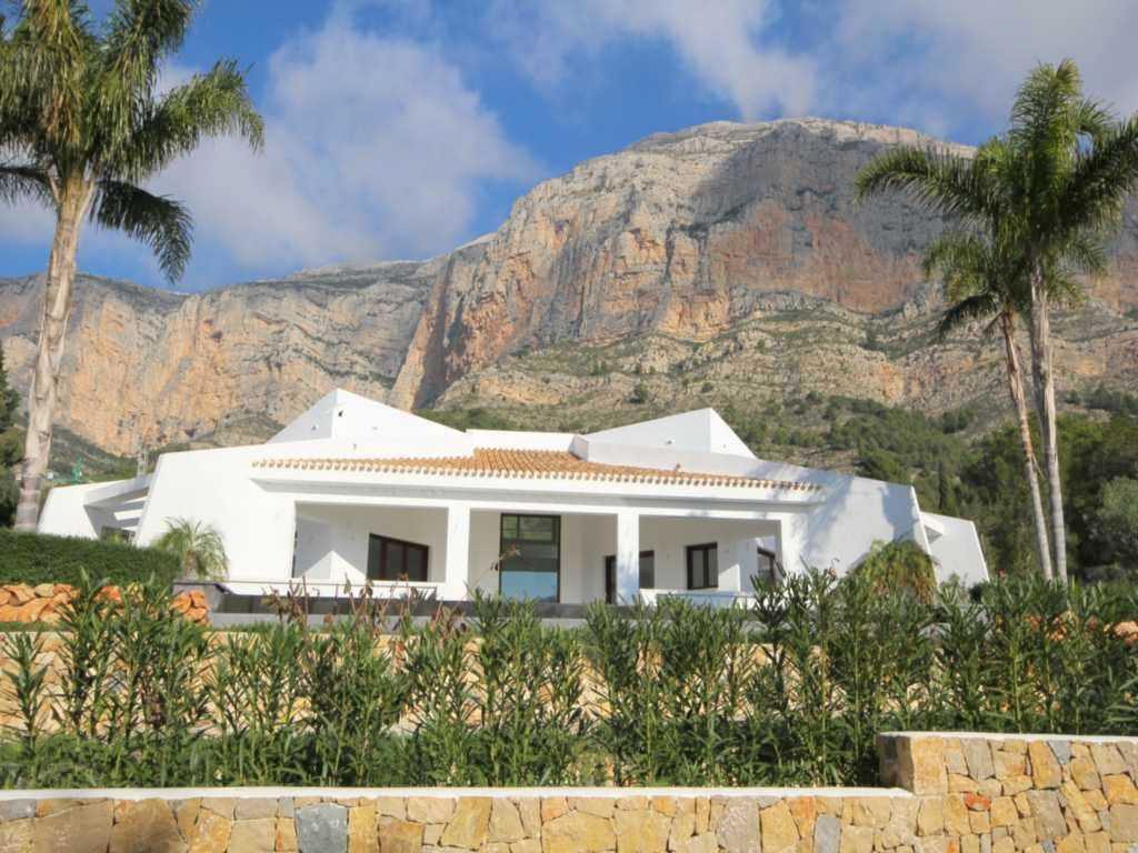 Casa Atina Real Estate