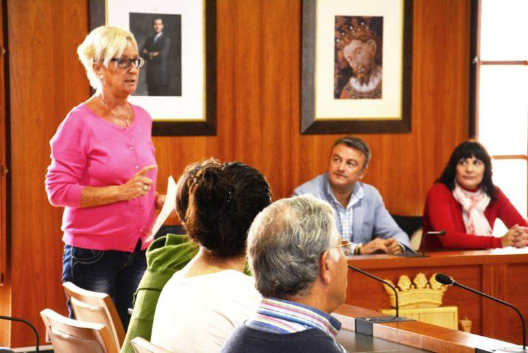 Doris Courcelles en la inauguración de Hablemos Más