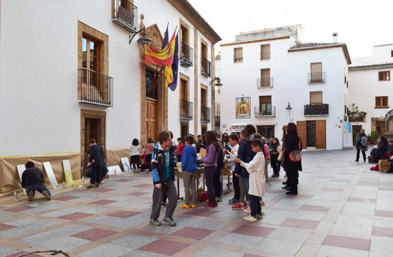 El taller camins escolars se realizó ante el ayuntamiento de Xàbia