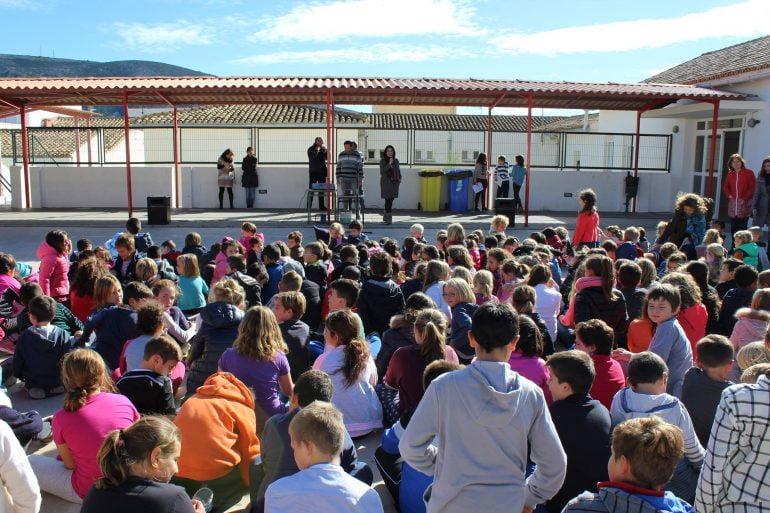 Escolares del colegio María Magdalena de Benitatxell