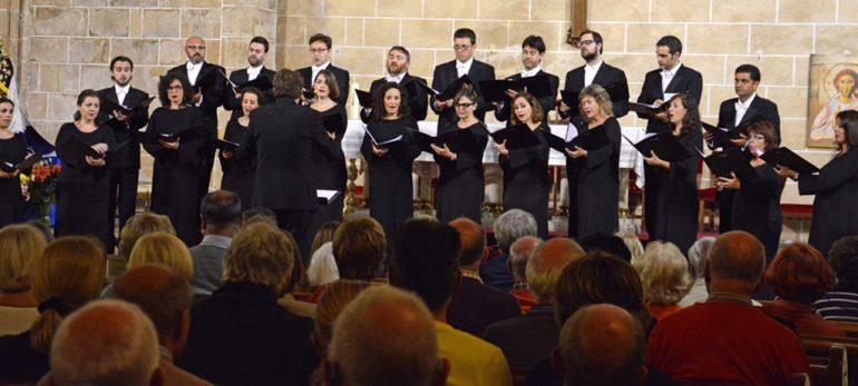 Francesc Perales dirigiendo el coro de la Generalitat