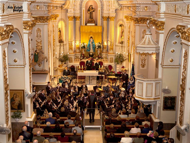 concierto de la banda en la iglesia de Benitatxell
